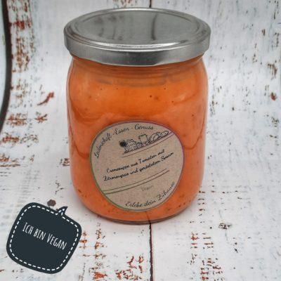 Cremesuppe aus Tomaten mit Zitronengras und geröstetem Sesam